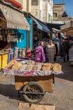 Pão árabe na venda em um mercado de Marrocos Fotos de Stock Royalty Free
