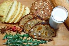 Pão com leite Fotografia de Stock Royalty Free