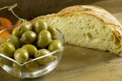 Pão, azeitonas e tomates Imagens de Stock