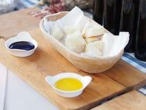 Pão branco e dois molhos diferentes Foto de Stock