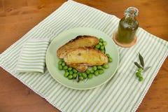 Pão brindado com azeite fresco Imagens de Stock Royalty Free