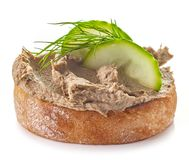 Pão brindado com pasta de fígado caseiro imagens de stock