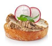 Pão brindado com pasta de fígado caseiro fotografia de stock royalty free
