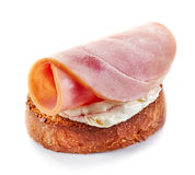 Pão brindado com queijo creme e presunto Fotografia de Stock