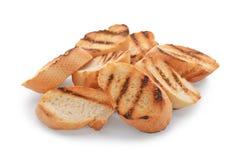 Pão brindado queimado no fundo branco fotografia de stock
