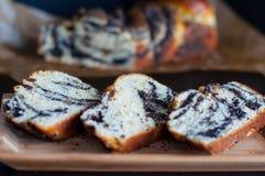 Pão caseiro doce com sementes de papoila Fotografia de Stock Royalty Free