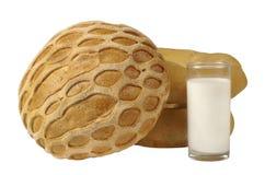 Pão caseiro e um vidro do leite Foto de Stock