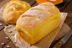 Pão caseiro fresco da abóbora Fotografia de Stock Royalty Free
