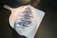 Pão caseiro na cozinha imagens de stock