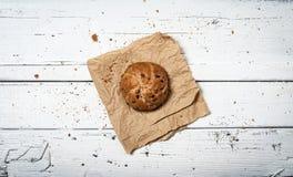 Pão caseiro na tabela de madeira retro Imagens de Stock Royalty Free