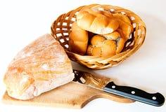 Pão com faca. fotos de stock