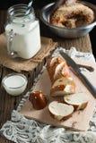 Pão com leite Fotos de Stock Royalty Free