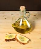 Pão com petróleo verde-oliva e sal Imagens de Stock