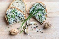 Pão com propagação - ainda-vida rústica da cozinha Imagens de Stock