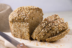 Pão com sementes de sésamo Imagem de Stock Royalty Free