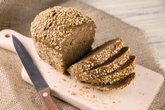Pão com sementes de sésamo Imagens de Stock