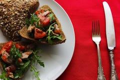 Pão com tomate do atum Fotografia de Stock