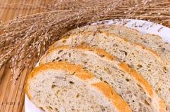 Pão cortado dourado Foto de Stock Royalty Free
