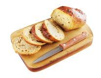 Pão cortado em uma placa de estaca Fotografia de Stock