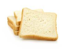 Pão cortado fresco no fundo branco foto de stock royalty free