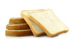 Pão cortado fresco no fundo branco imagem de stock
