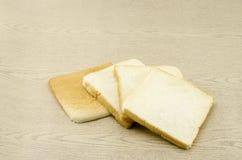 Pão cortado na madeira marrom Imagem de Stock Royalty Free