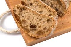 Pão cortado na placa de estaca Fotografia de Stock Royalty Free