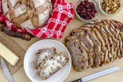 Pão cozido fresco da noz do arando Imagens de Stock Royalty Free