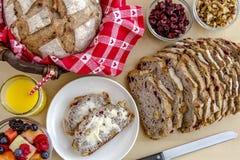 Pão cozido fresco da noz do arando Imagens de Stock