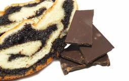 Pão da papoila com chocolate escuro imagens de stock royalty free