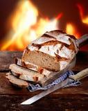 Pão de centeio fresco cortado Fotografia de Stock Royalty Free