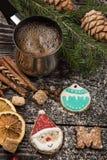 Pão-de-espécie e café para anos novos ou Natal Foto de Stock