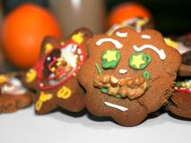 Pão-de-espécie engraçado do xmas com decoração congelada Fotografia de Stock Royalty Free