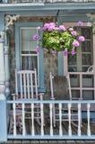 Pão-de-espécie Front Porch na casa de campo no vinhedo do ` s de Martha fotografia de stock