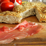 Pão de Focaccia com Prosciutto Fotos de Stock