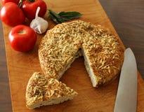 Pão de Focaccia da erva do Parmesão do alho fotos de stock