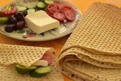 Pão de Lavash, cozido na máquina da padaria fotografia de stock royalty free