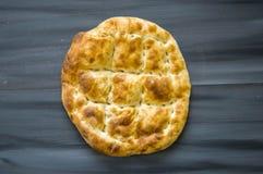 Pão de Pide, pão do pide do peru, ramazan e pide, pide do pão do turco, cultura turca e pão do pide, pão do pide no fundo branco Fotografia de Stock Royalty Free