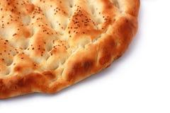 Pão de Pita isolado com meio copyspace diagonal Foto de Stock Royalty Free