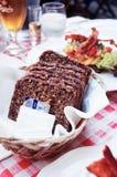 Pão de Rye do dinamarquês em uma cesta imagens de stock royalty free