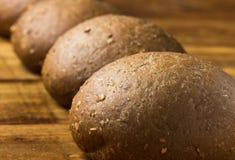 Pão de Rye no fundo de madeira Fotografia de Stock