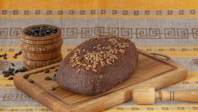 Pão de Rye, sementes de girassol fotos de stock royalty free