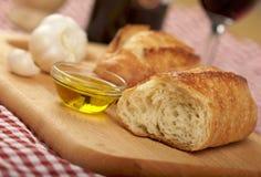 Pão de Sourdough na placa de estaca Fotos de Stock