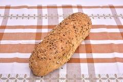 Pão de wholemeal orgânico da grão com sementes Imagens de Stock