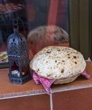 Pão do balão em uma cesta Fotos de Stock Royalty Free
