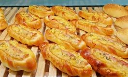 Pão do bolo do queijo do bacon com ervas foto de stock