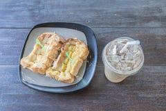 Pão do brinde com café do leite e de gelo Foto de Stock