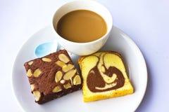 Pão do café e de banana no fundo branco Imagens de Stock