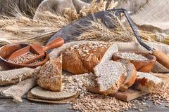 Pão do centeio e das grões saudáveis Fotografia de Stock Royalty Free