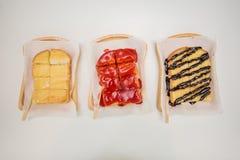 pão do doce de morango, pão do açúcar de leite condensado, brea do chocolate fotos de stock